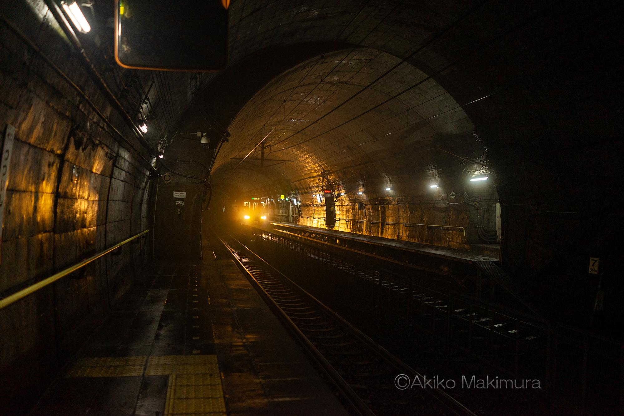 頸城トンネルの斜坑が出入口 湿度90%の筒石駅
