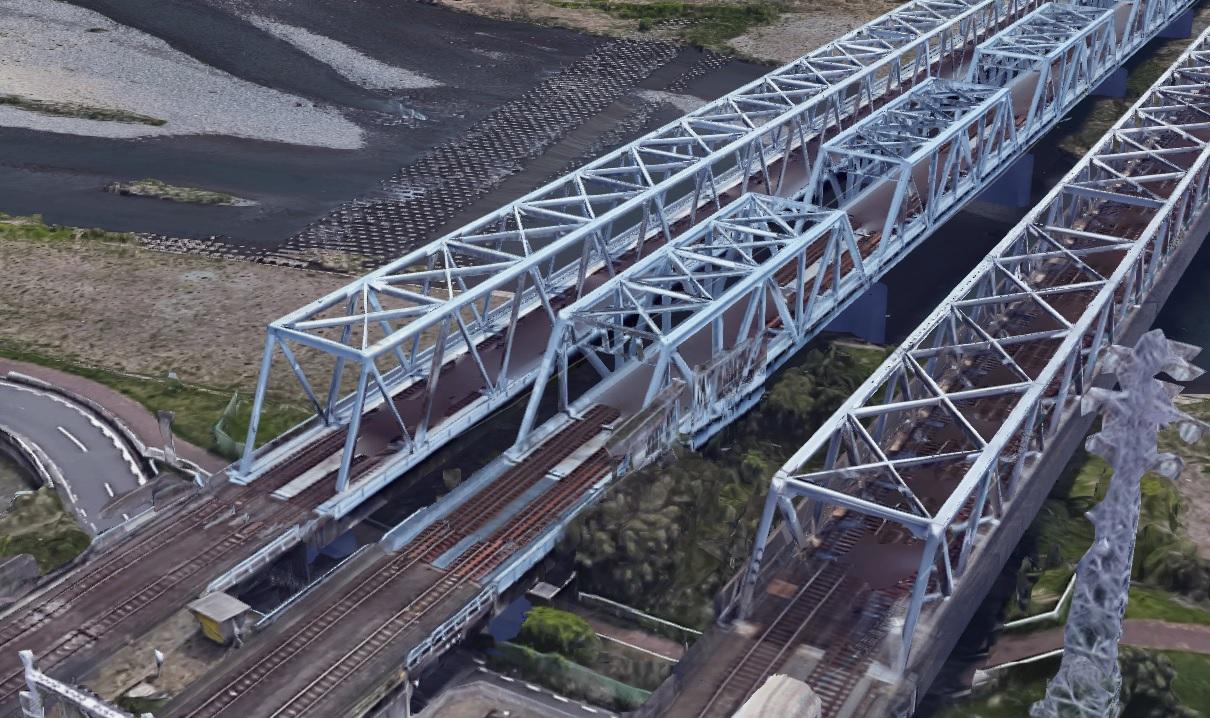 疾走するボンネット特急こだま 身代金受渡しの舞台となった鉄橋とは