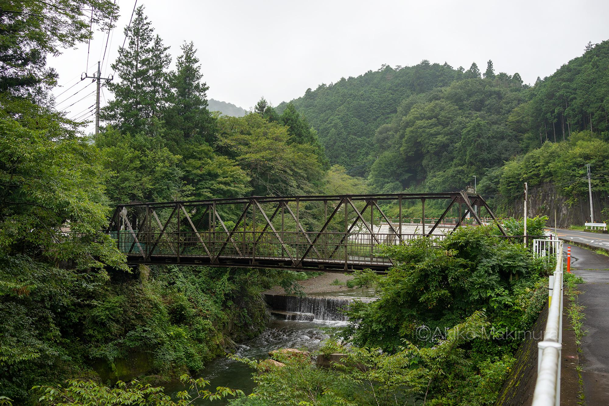 96歳の小さなトラス橋 レトロモダンな「滝の鼻橋」